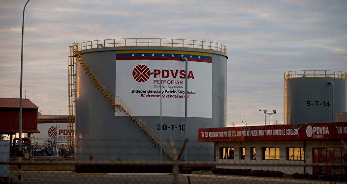 Depósitos de almacenaje de petróleo de PDVSA (archivo)