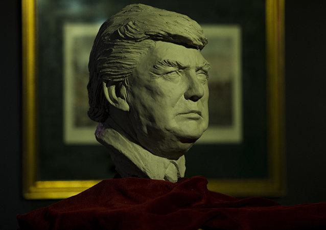 Una estatua de Donald Trump