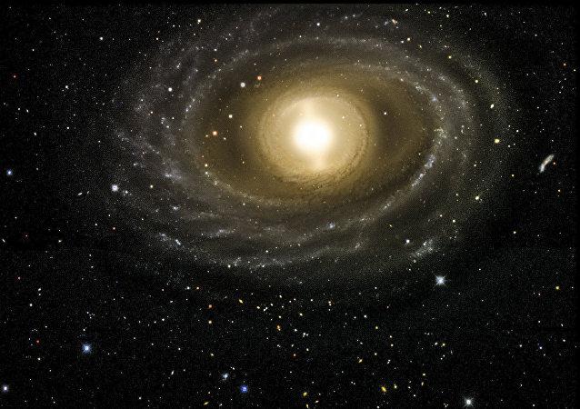 Esta imagen de la galaxia 1398 de NGC fue tomada con la cámara de la energía oscura
