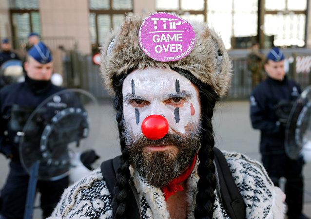 Participante de las protestas contra el TTIP y el CETA