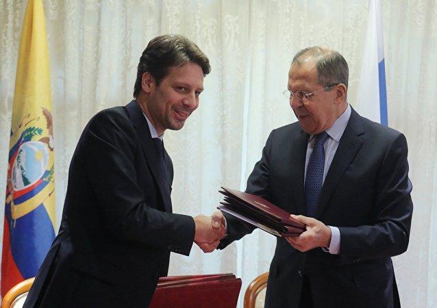 Guillaume Long, canciller de Ecuador, y Serguéi Lavrov, su homólogo ruso