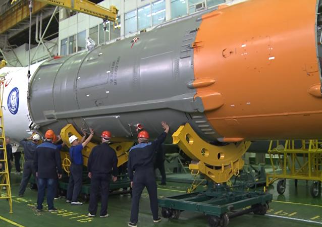 Vídeo: las increíbles labores de montaje de la nave espacial Soyuz MS-03