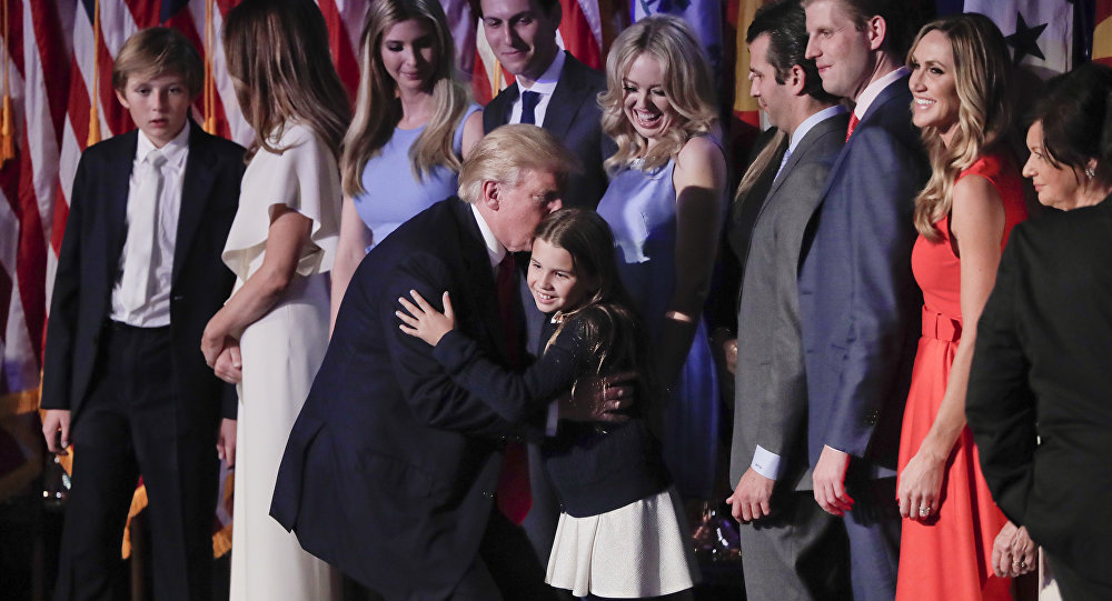 El presidente electo de EEUU, Donald Trump, con su familia