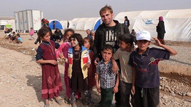 Los niños de Mosul con el corresponsal de Sputnik