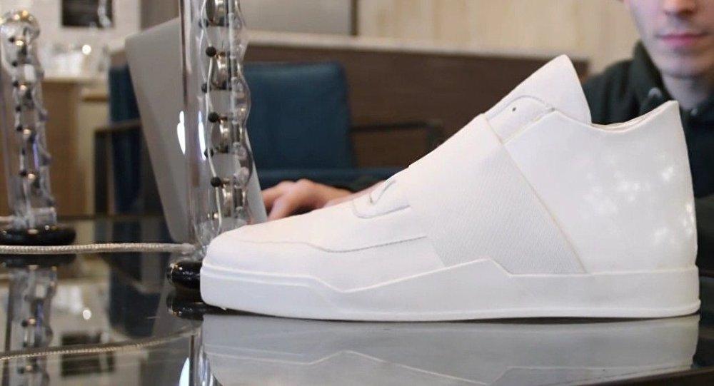 Un paso hacia el futuro: zapatos deportivos con pantalla incorporada