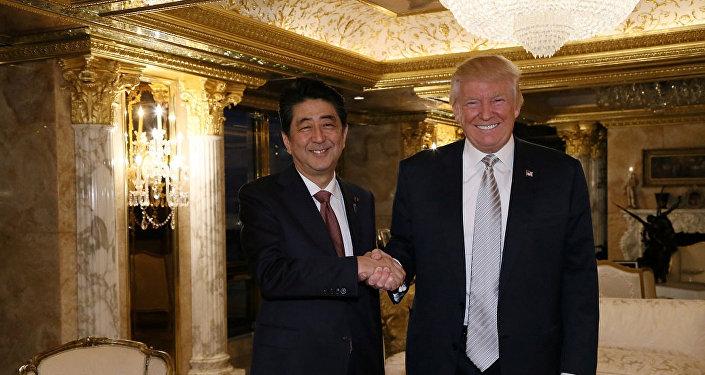 Shinzo Abe, primer ministro de Japón, y Donald Trump, presidente de EEUU