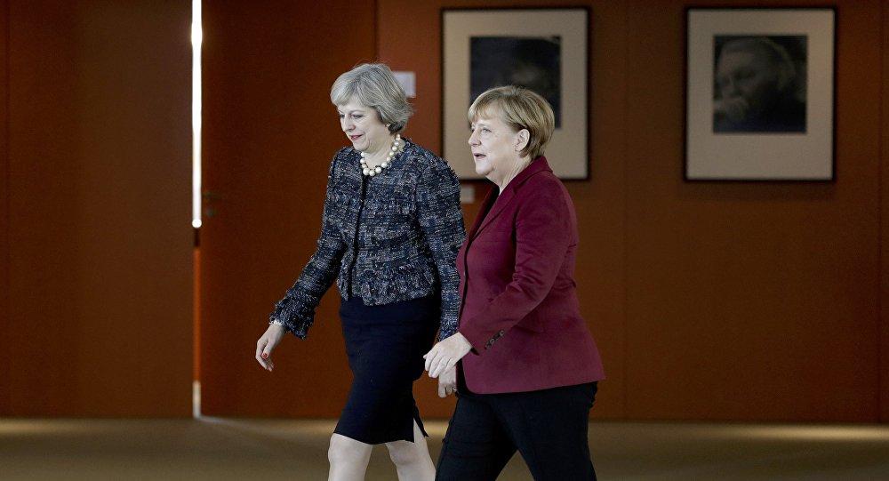 La canciller de Alemania, Angela Merkel y la primera ministra del Reino Unido, Theresa May (archivo)