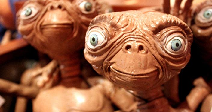 Un muñeco de E.T., el extraterrestre