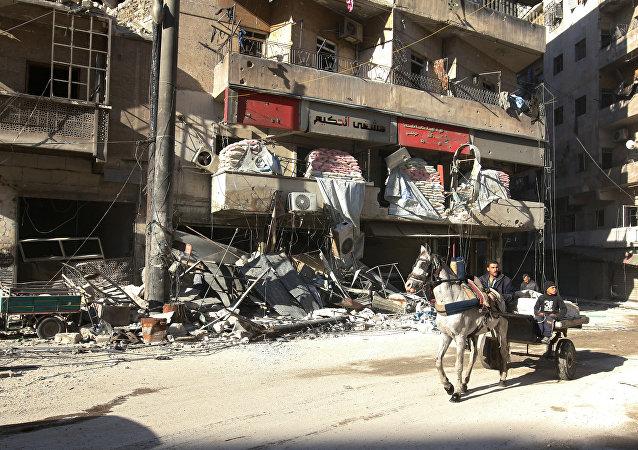 Civiles en Alepo