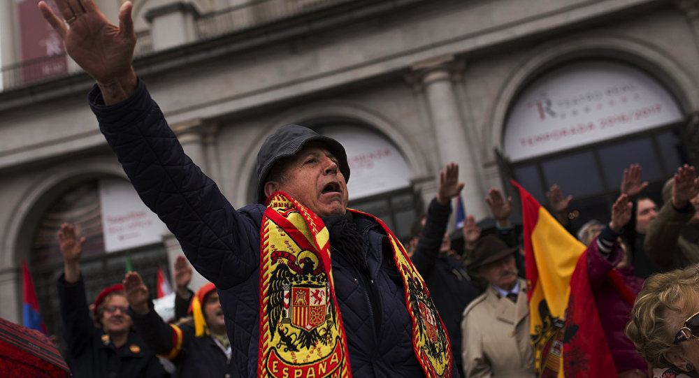 Fascistas y partidarios de la extrema derecha en el acto de conmemoración del 41º aniversario de la muerte de Francisco Franco