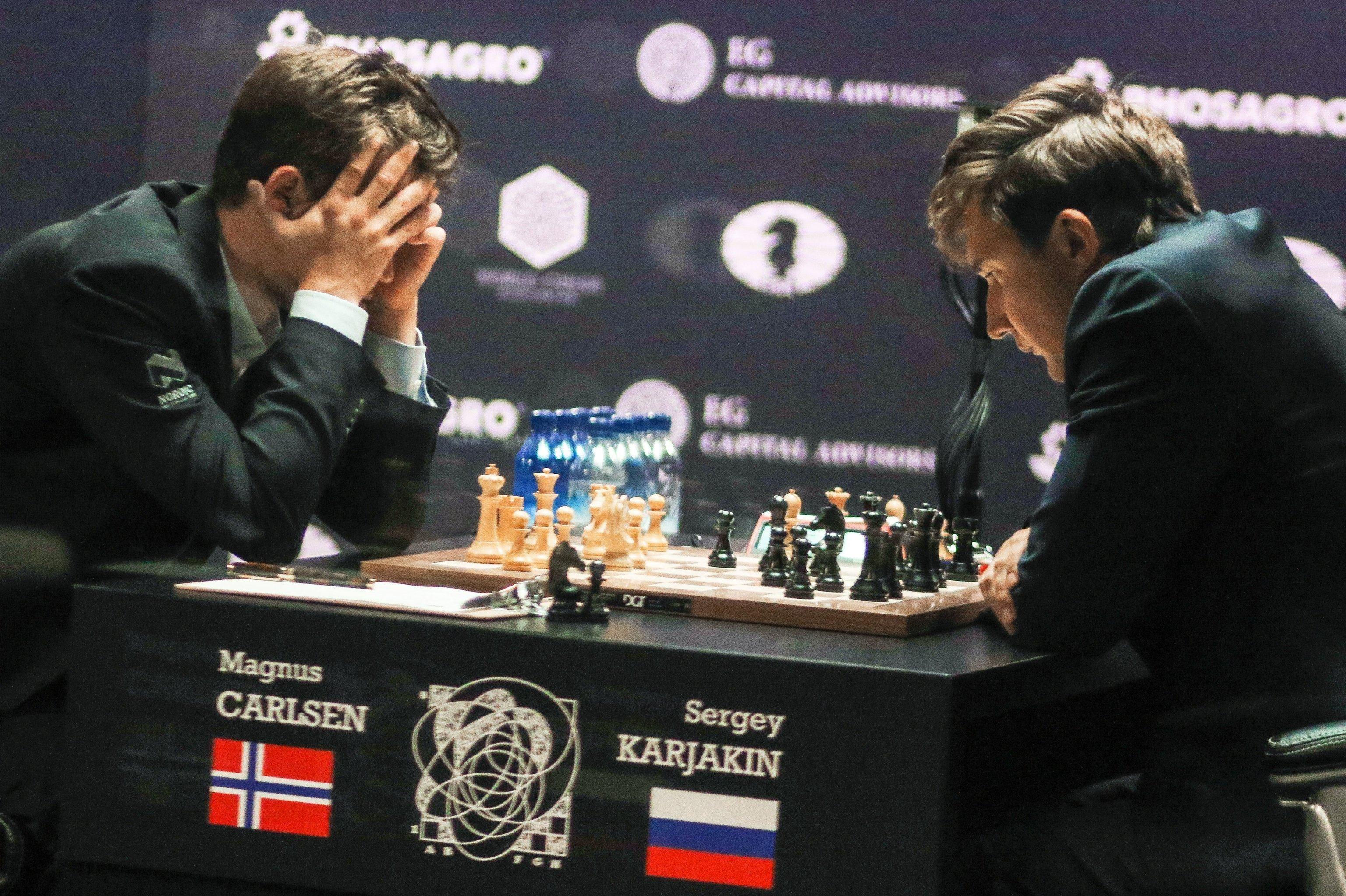 Ajedrecistas Magnus Carlsen, de Noruega, y Serguéi Kariakin, de Rusia