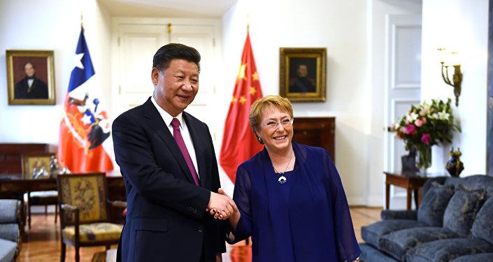 Xi Jinping, el presidente de China, y Michelle Bachelet, presidenta de Chile