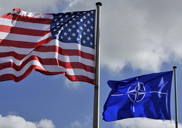 Banderas de EEUU y OTAN