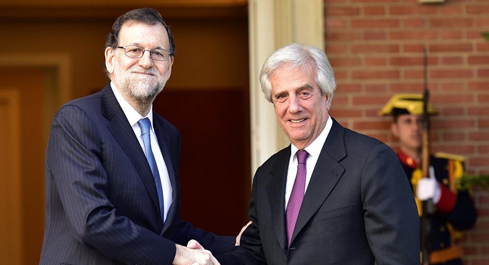 Mariano Rajoy, presidente de España, y su homólogo uruguayo, Tabaré Vázques (archivo)