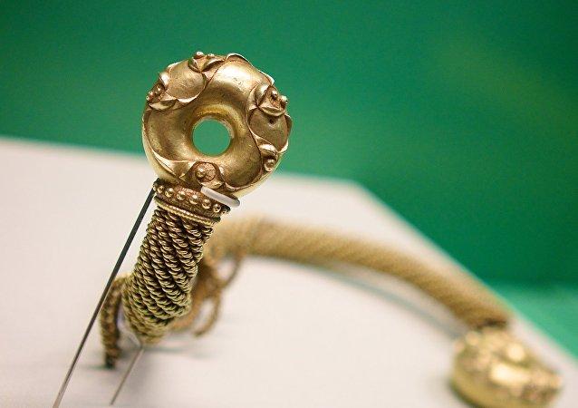 Un torque de oro (imagen ilustrativa)