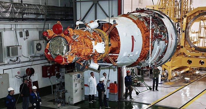 Los preparativos para el lanzamiento de la nave espacial Resurs-P №3 en el cosmódromo de Baikonur