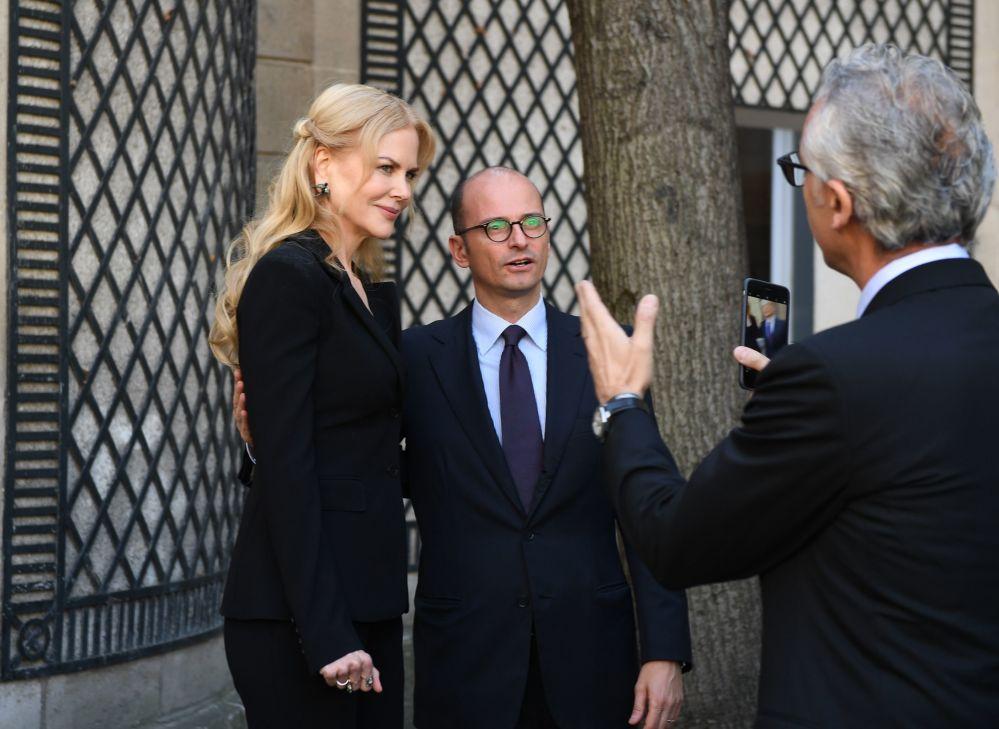 La actriz Nicole Kidman y el director de comunicación de Pirelli, Maurizio Abet