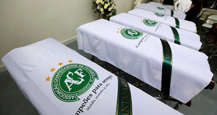 Los ataúdes con los restos de las víctimas del accidente aéreo con el equipo Chapecoense