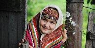 Mujer del pueblo ugrofinés mari, que habita en las orillas del río Volga en la república de Mari El, Rusia.