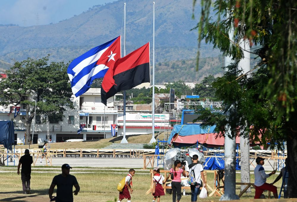Las banderas de Cuba y del 'Movimiento 26 de Julio' a media asta por la muerte de Fidel Castro