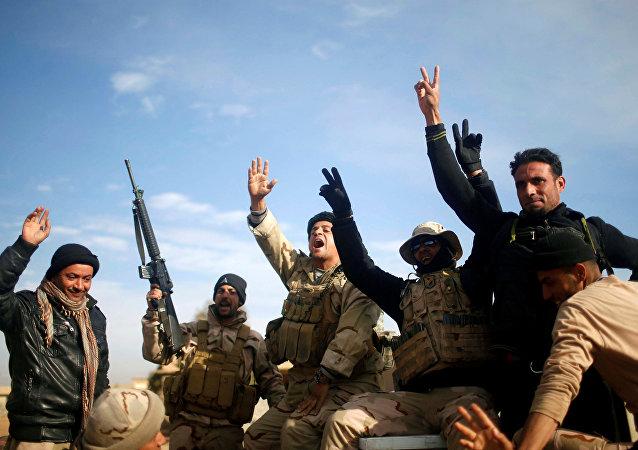 Militares iraquíes en Mosul