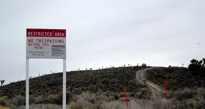 Frontera y señal de advertencia del Área 51