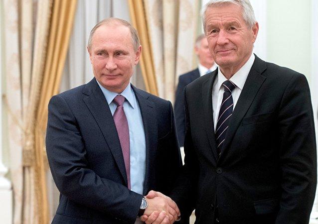 Vladímir Putin, presidente ruso, con Thorbjorn Jagland, secretario general del Consejo de Europa