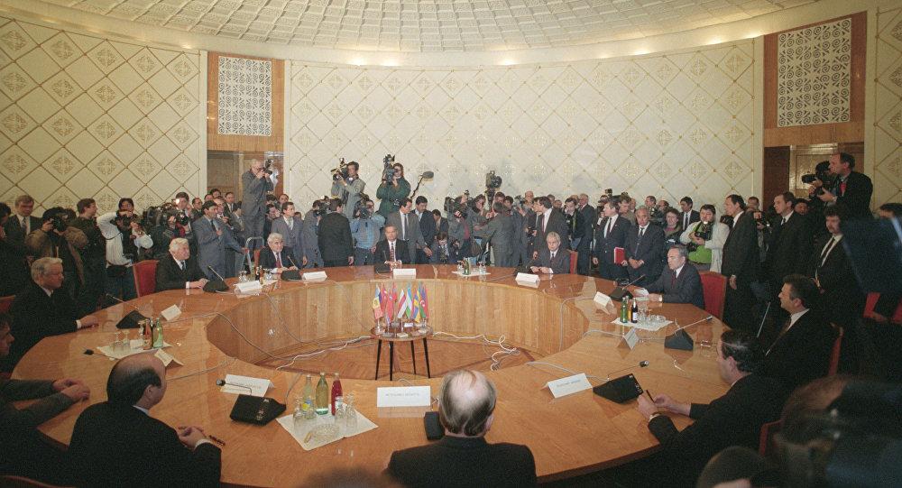 Firma del acuerdo de creación de la Comunidad de los Estados Independientes