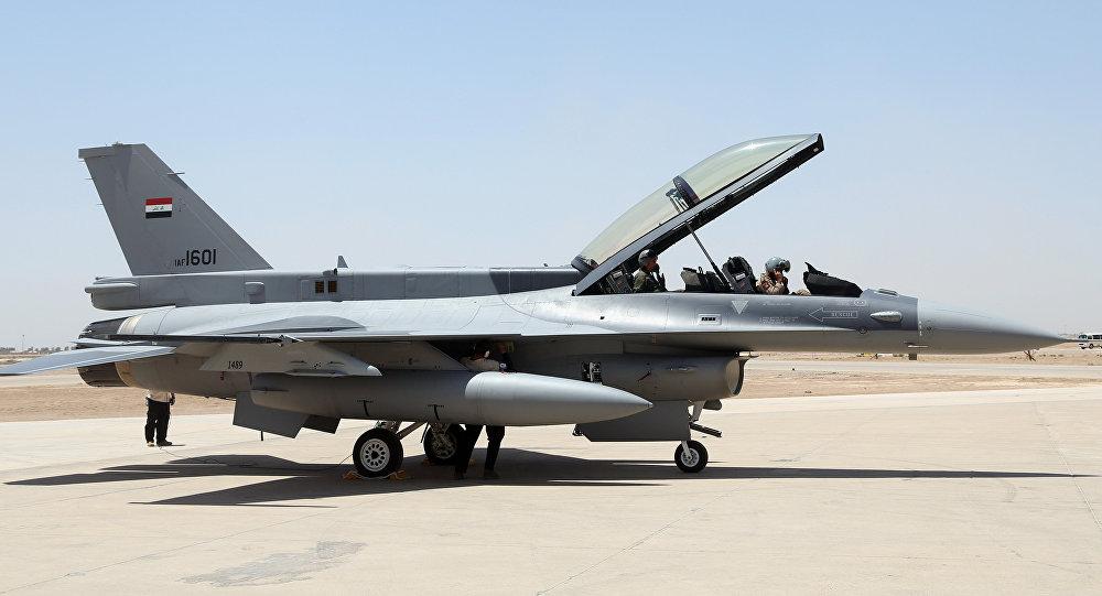 Caza F-16 de las Fuerzas Aéreas de Irak
