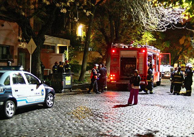 Pendiendo de un hilo: dramático rescate de un bebe en Argentina (vídeo)