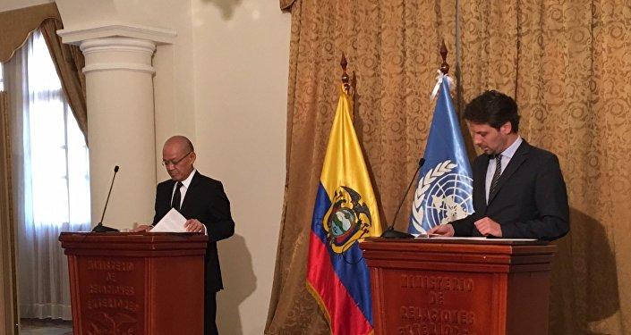 Reunión del actual presidente del G77, el tailandés Virachai Plasai, con el canciller ecuatoriano, Guillaume Long, con el fin de iniciar la transición de la Presidencia pro témpore de Tailandia a Ecuador