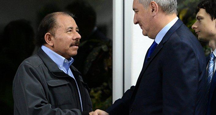 Daniel Ortega, presidente nicaragüense y vice primer ministro ruso, Dmitri Rogozin