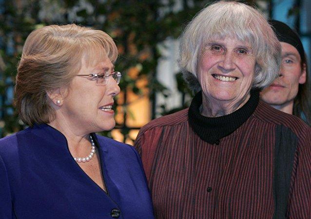 Michelle Bachelet y Joan Turner