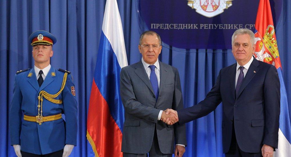 Ministro de Exteriores de Rusia, Serguéi Lavrov, y presidente de Serbia,Tomislav Nikolic