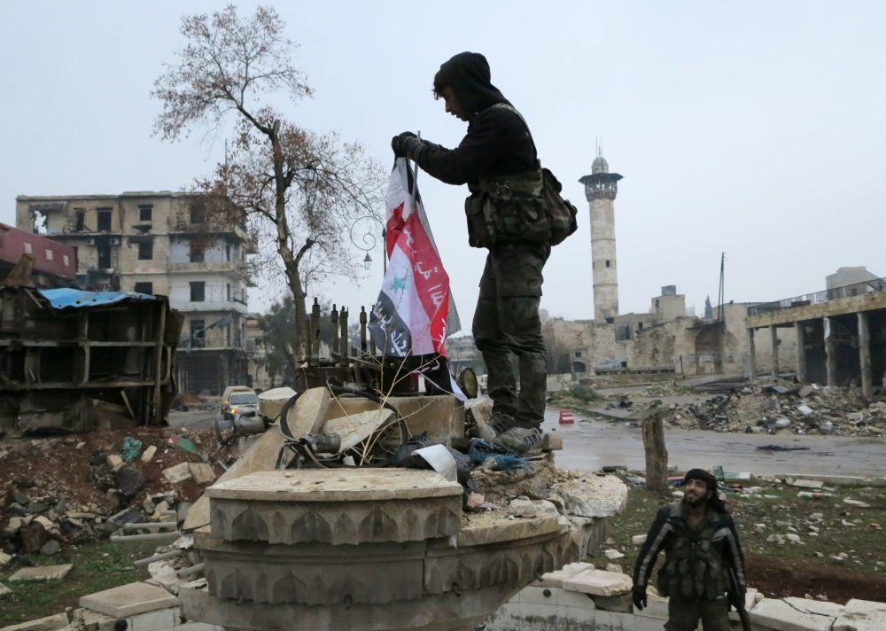 Soldados del Ejército sirio, en zonas liberadas de Alepo