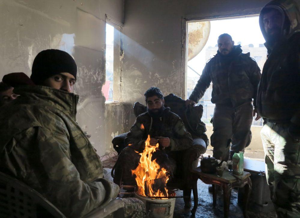 Varios militares, en las zonas liberadas de Alepo