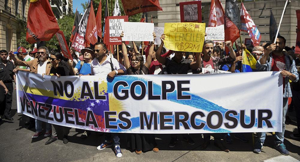 Marcha contra suspensión de Venezuela como miembro pleno del Mercosur