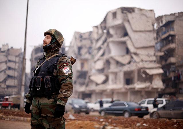 Soldado del Ejército sirio en el barrio de Salaheddine, Alepo (archivo)