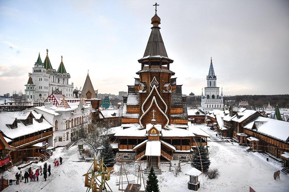 La catedral de San Nicolás, ubicada en el Kremlin de Ismáilovo, es la catedral de madera más alta de toda Rusia.