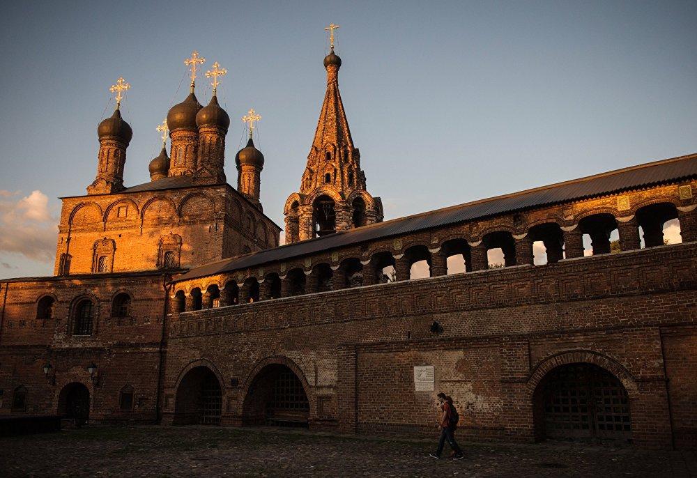 La catedral de la Asunción de la Madre de Dios, Krutítskoe Podvorie, Moscú.