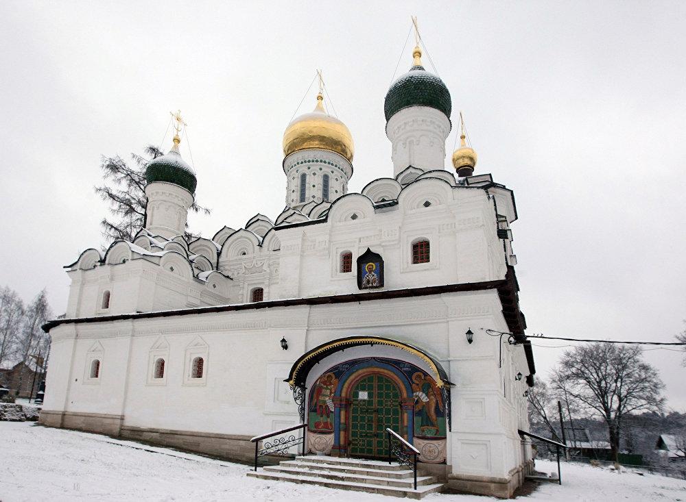 La iglesia de San Nicolás, en la hacienda de Nikolskoe-Uriúpino, a las afueras de Moscú.