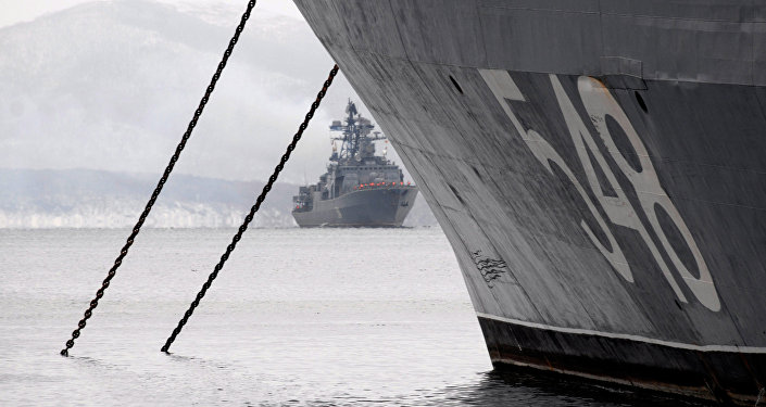 El destructor antisubmarino Almirante Tributs