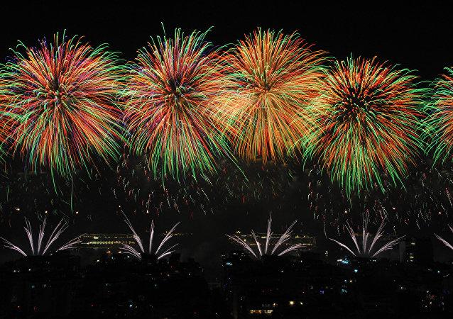 Fuegos artificiales del Año Nuevo en Copacabana, Brasil