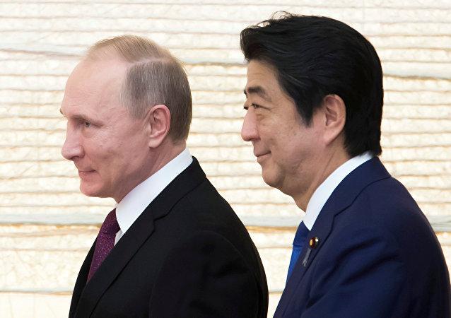 Vladímir Putin y Shinzo Abe