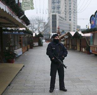 La policía en el mercado navideño de Berlín