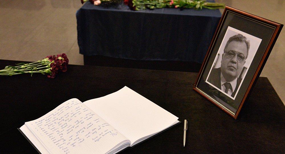 Homenaje al fallecido embajador ruso Andréi Kárlov