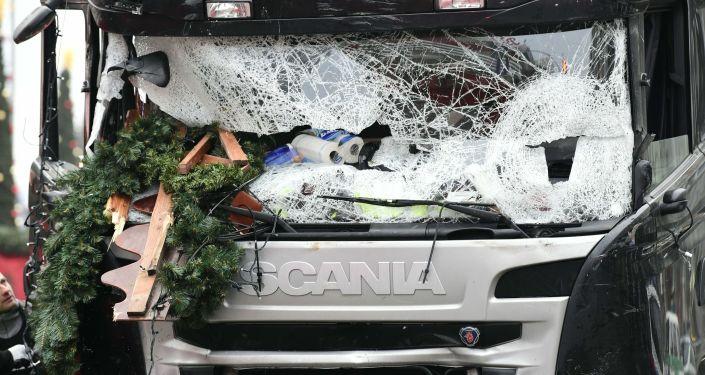 El camión que ingresó a gran velocidad en un mercadillo navideño en Berlín