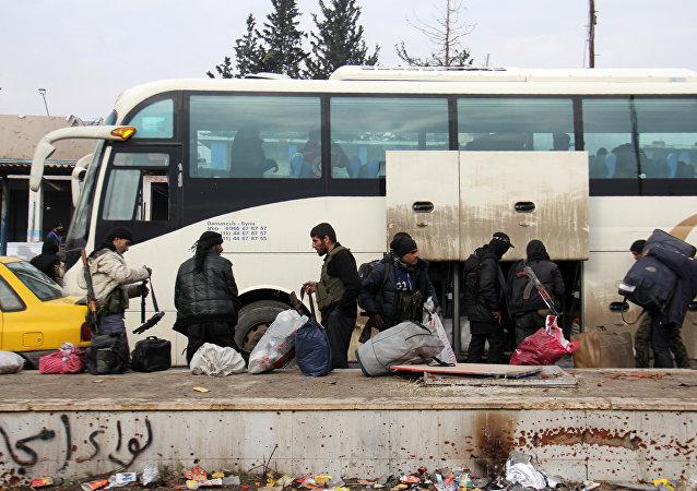 La evacuación de combatientes de Alepo
