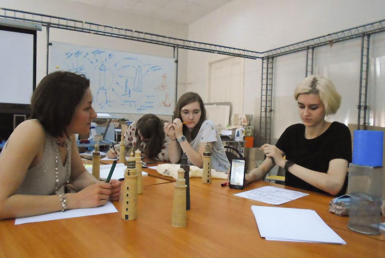 Jóvenes estudiantes de la Universidad Bauman participan en el Proyecto