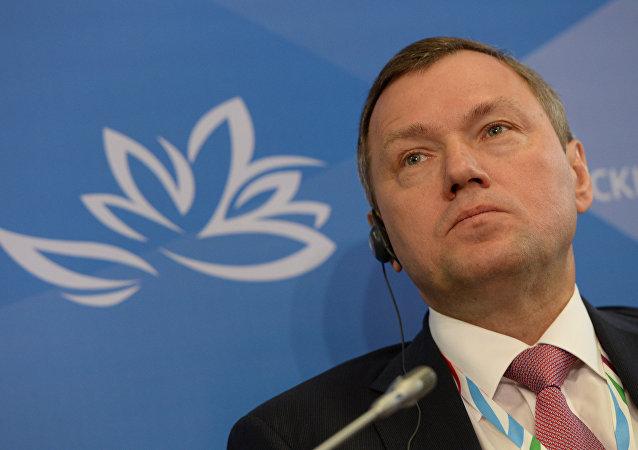 Director General de Rossetti Oleg Budargгin en el foro económico en Vladivostok